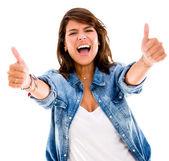 兴奋的女人用大拇指向上竖起大拇指兴奋的女人 — 图库照片
