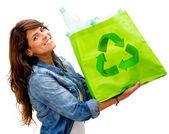 Donna con una donna borsa ecologica con un sacchetto ecologico — Foto Stock