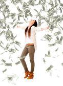Femme en vertu d'une femme de pluie d'argent sous une pluie d'argent — Photo