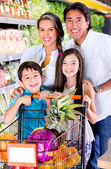 Happy family at the grocery store Happy family at the grocery store — Stock Photo