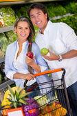 Couple grocery shopping Couple grocery shopping — Stok fotoğraf
