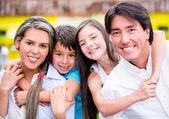 Mutlu aile mutlu aile gülümsemek gülümseyen — Stok fotoğraf
