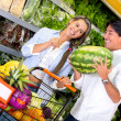 Couple buying fresh fruits Couple buying fresh fruits — Stock Photo