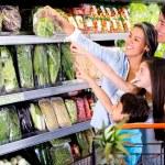 Family shopping at the supermarket Family shopping at the supermarket — Stock Photo