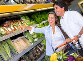 Couple buying groceries Couple buying groceries — Stock Photo