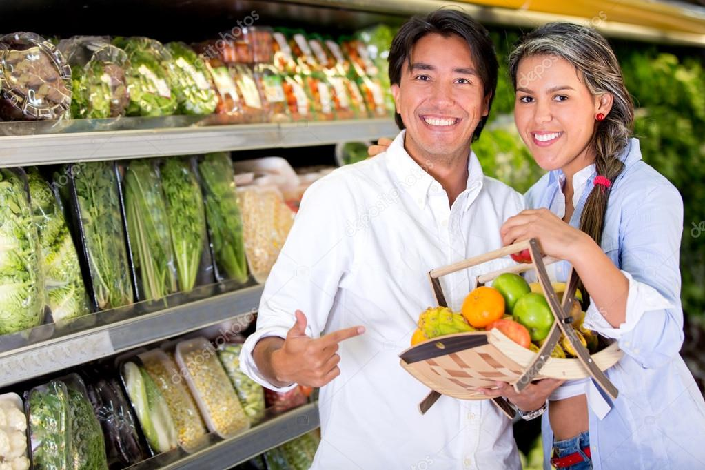 Healthy eating couple buying fruits at the market Healthy eating couple buying fruits at the market  — Stock Photo #20164383