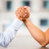 Armwrestlingu siłowanie się na rękę — Zdjęcie stockowe