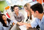 Chiusura aziendale un affare affari chiudendo un affare — Foto Stock