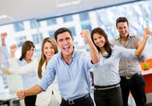 Obchodní tým slaví triumf obchodní tým slaví triumf — Stock fotografie