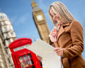 Woman traveling to London — Stock Photo