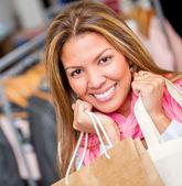 ショッピング モールでの女性 — ストック写真
