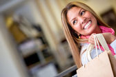 Glücklich weibliche shopper — Stockfoto