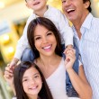Foto Stock: Family at shopping center