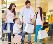 Happy family shopping — Stock Photo