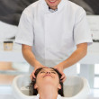 Stylist giving a hair treatment — Stockfoto
