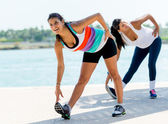 Women stretching outdoors — Stock Photo