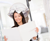 Woman dying her hair — Stock Photo