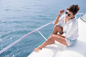 Woman sailing in a yacht — Foto de Stock