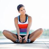 žena cvičení venku — Stock fotografie