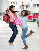 激动的购物妇女 — 图库照片