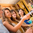 Stockfoto: Paying for drinks at bar