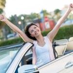 Yeni arabası ile mutlu bir kadın — Stok fotoğraf #24848313