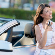 Stockfoto: Happy womholding car keys