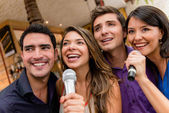 Karaoke singing — Stock Photo