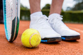 Tennis player at the court — Stok fotoğraf
