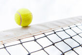 Tennis ball hiting the net — Stockfoto