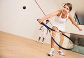 Mulher jogando squash — Foto Stock