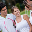 Friends playing tennis - Foto Stock