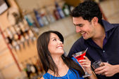 Couple on a date having drinks — Stockfoto