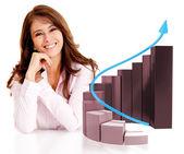 Femme d'affaires avec un graphique de la croissance — Photo