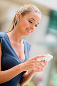 Business woman using cell phone — Foto Stock