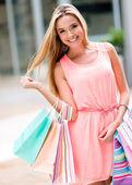 Beautiful woman shopping — Stock Photo