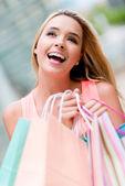 Promyšlené nákupní žena — Stock fotografie