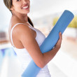 Fit woman with a yoga mat — Stock Photo