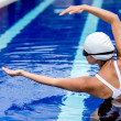Synchronized female swimmer — Stock Photo