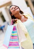 Molto felice shopping donna — Foto Stock