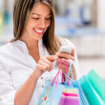 Shopping woman using smart phone — Stock Photo