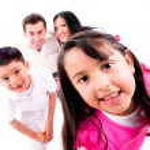 oynarken aile saklambaç — Stok fotoğraf