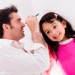 verificação de altura de filhas de pai — Foto Stock