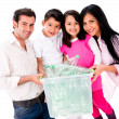 Familie recycling Flaschen — Stockfoto