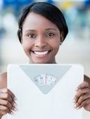Kobieta trzyma skala wagi — Zdjęcie stockowe