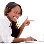 Kobieta wskazując na laptopa — Zdjęcie stockowe