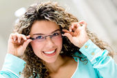 žena nosí brýle — Stock fotografie