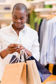 Shopping man texting — Stock Photo