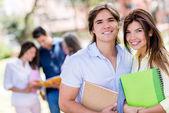 Mutlu bir çift öğrenci — Stok fotoğraf
