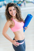 Gym woman holding yoga mat — Stock Photo